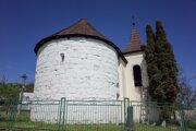 Rotunda v obci Baďan patrí k vzácnym pamiatkam.