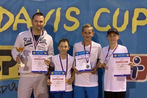Zľava Pavol Bobošík (vedúci družstva), Martin Frič, Martin Bobošík, Tibor Varinský.