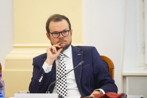 Poradca kancelárie prezidentky SR Peter Kubina počas vypočutia kandidátov na ústavných sudcov Ústavnoprávnym výborom Národnej rady SR v Bratislave 16. septembra 2019.