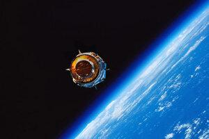 Vypustený komunikačný satelit z raketoplánu Discovery počas misie STS-70.