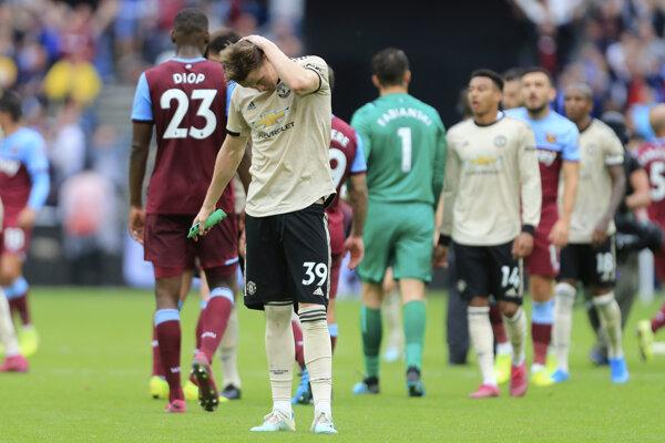 Scott McTominay so sklonenou hlavou po prehre s West Hamom v 6.kole anglickej futbalovej Premier League.