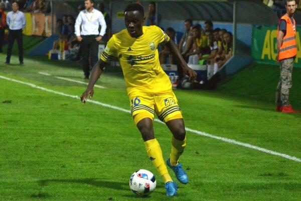 Ghanský tvorca hry Emmanuel Mensah si znovu bude obliekať dres michalovského klubu.