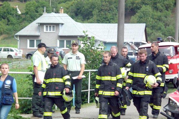 Červenokamenskí dobrovoľní hasiči boli pri lietadle medzi prvými.