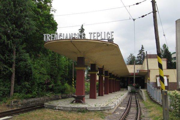 Stanica v Trenčianskych Tepliciach chátra už štyri roky.