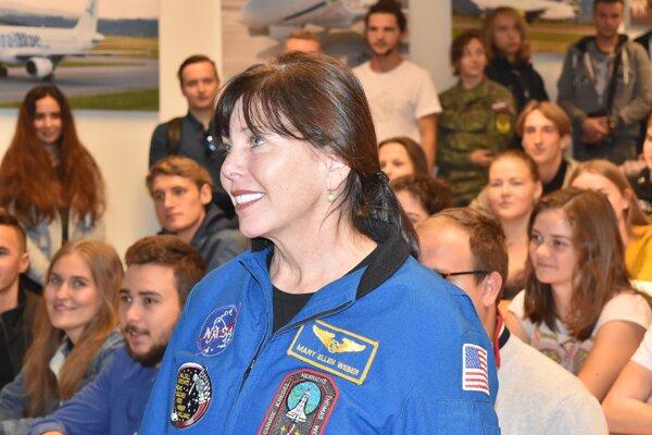 Americká astronautka Mary Ellen Weber má korene na Slovensku.
