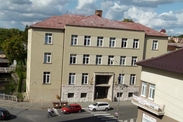 Okresný súd v Leviciach navrhol Milan Michal Harminc. Postavili ho v roku 1942.