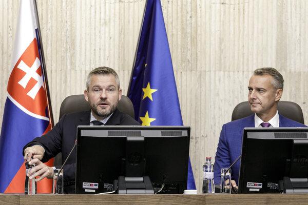 Predseda vlády Peter Pellegrini a podpredseda vlády pre investície a informatizáciu Richard Raši.