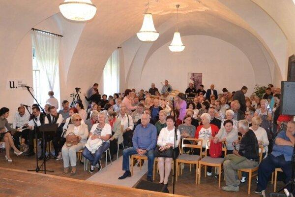 Pri predstavení slovníka sa stretlo množstvo Humenčanov.