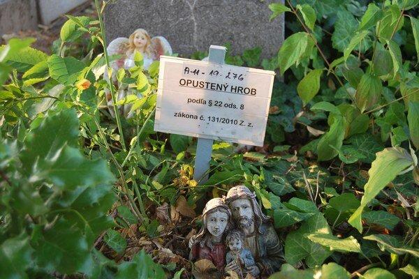 Do opustených, zanedbaných a opätovne vyhĺbených hrobov môžu pochovávať ďalších zosnulých.