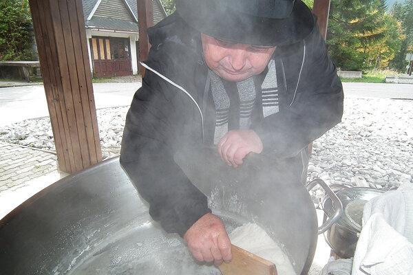 Odváranie soli nie je jednoduchá záležitosť. Svoje o tom vie Ivan Matis.