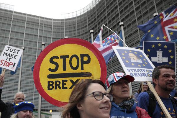 Aktivisti žiadajú nové referendum.