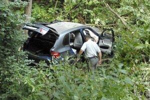 Auto po streľbe na Jahodnej.