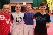 Zľava: tréner Tomáš Kleman, Laura Naňová, Emma Podobová a Andrej Sedlár počas reprezentačného sústredenia.