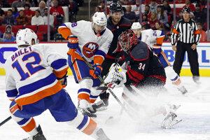 Zápas Caroliny a New York Islanders.