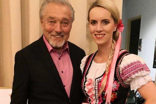 Heligonkárka s Karlom Gottom.