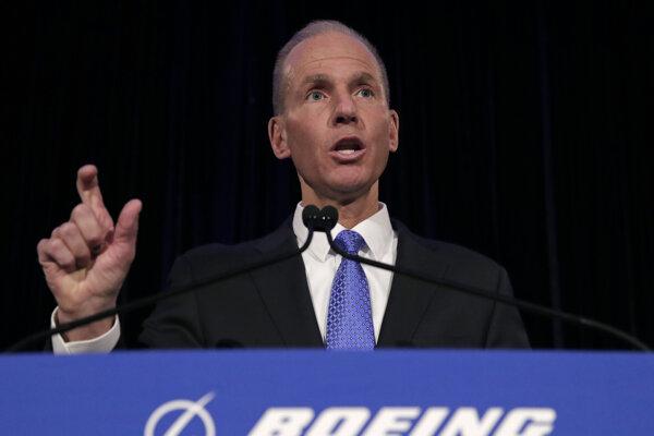 Generálny riaditeľ Boeingu Dennis Muilenburg už nie je šéfom dozornej rady.