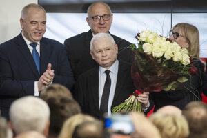Jaroslaw Kaczynski po vyhlásení prvých volebných odhadov.