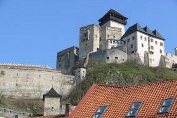 Zajtra zhasnú aj Trenčiansky hrad.