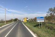 Úsek je neprejazdný, obchádzky vedú cez okolité obce.