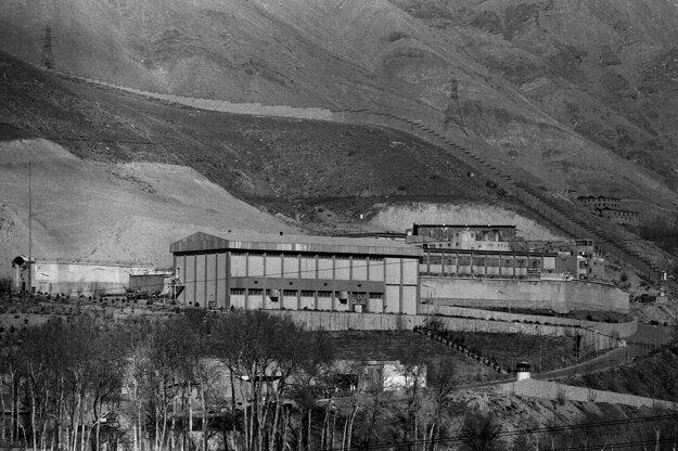 Na archívnej snímke z januára 1987 väznica Evin v Teheráne.