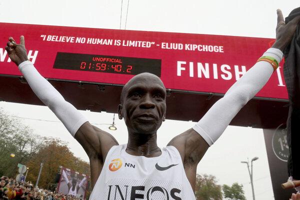 Keňan Eliud Kipchoge zabehol ako prvý človek v dejinách maratón pod dve hodiny.