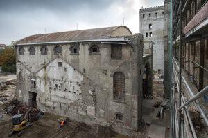 Celý areál očistili od zostatkov stavieb, ktoré zakrývali niektoré časti Pradiarne.
