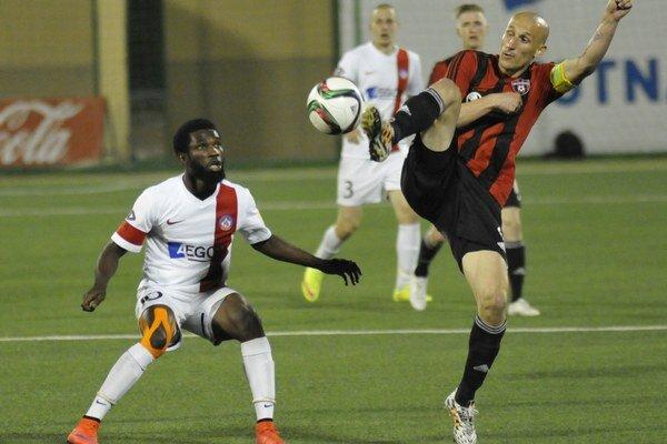 Ibrahim Rabiu (vľavo) strelil jediný gól zápasu proti Trnave.