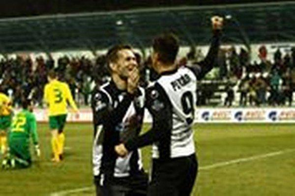 Pavol Kosík (vľavo) pravdepodobne na najvyššej úrovni s futbalom skončil.