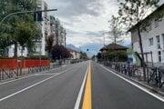Pohľad na vyľudnenú ulicu v Bolzane.