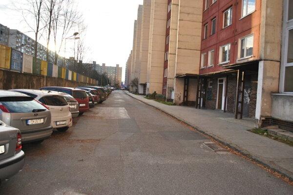 Budapeštianska ulica. V týchto miestach strieľal vrah na Fadila Pasjaču.