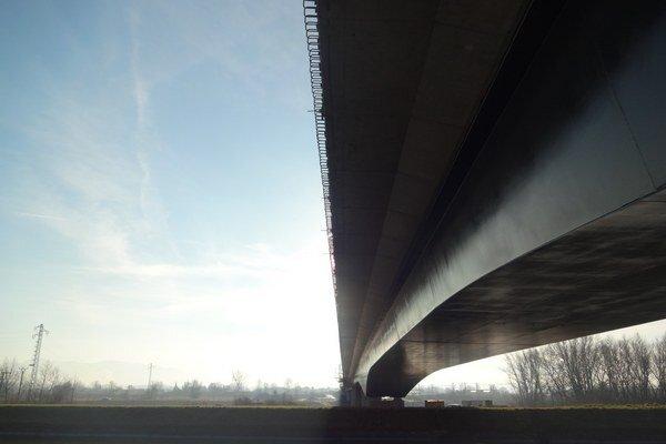 Most by mali dokončiť načas.