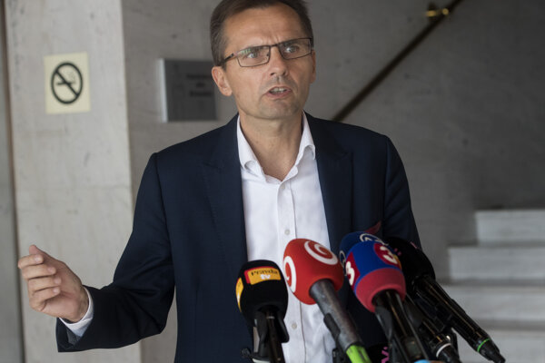 Nezaradený poslanec Národnej rady SR a člen Výboru NR SR pre obranu a bezpečnosť Ľubomír Galko.