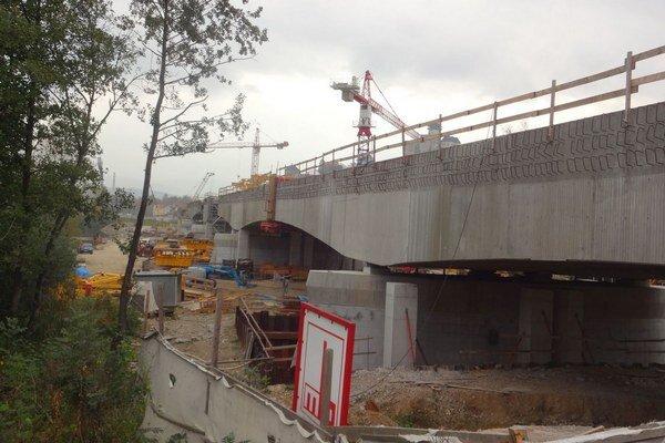 Výstavba nového železničného mosta na chodcov nemyslela.