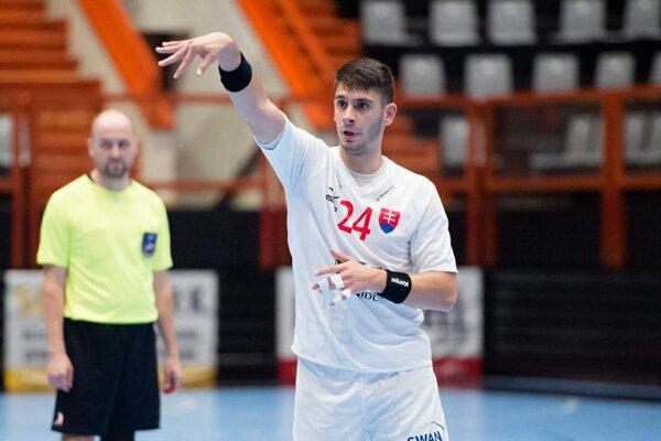 Anur Burnazovič sa predstavil v slovenskom reprezentačnom drese počas uplynulého týždňa v dvoch prípravných zápasoch reprezentácie proti Považskej Bystrice a proti SPORTE Hlohovec.