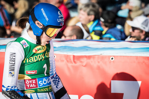 Petra Vlhová po príchode do cieľa v 2. kole obrovského slalomu v Söldene.