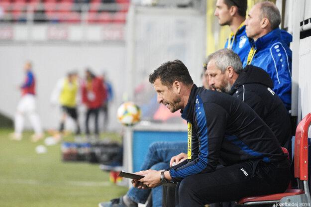 Nitru dočasne povedie Gergely Geri (v popredí), bývalý ligový futbalista.