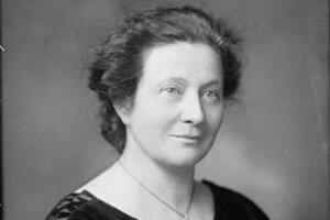 Františka Plamínková (1875 – 1942) bola česká novinárka, politička a osobnosť československého ženského hnutia. Významne sa pričinila o zlepšenie života žien v oblasti vzdelania, rodinného práva, starostlivosti o matky a deti, ale aj o postavenie nemanželských detí. V roku 1938 napísala otvorený protestný list Adolfovi Hitlerovi. V roku 1942 ju počas heydrichiády popravili.
