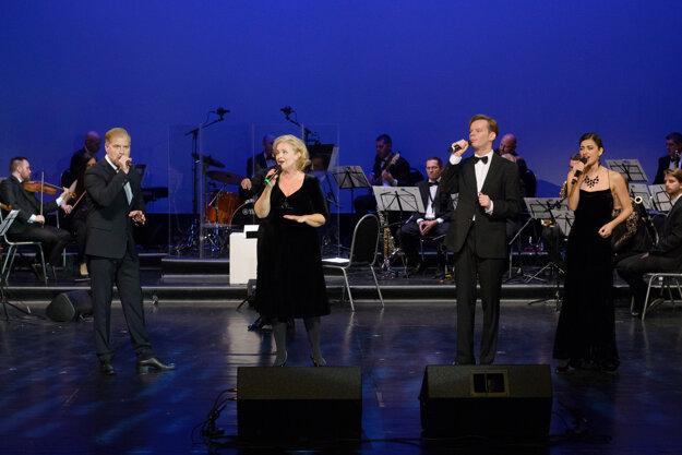 Diváci si zaspomínali na tie najpamätnejšie pesničky atanečné choreografie, ktoré divadlo uviedlo počas 70 rokov.