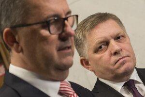 Predseda Smeru Robert Fico a podpredseda parlamentu Martin Glváč.
