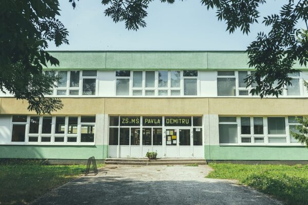 Základná škola Pavla Demitru.