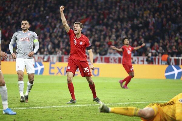 Thomas Muller oslavuje gól Bayernu.