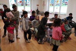 Deti a mamičky našli útočisko v komunitnom centre.