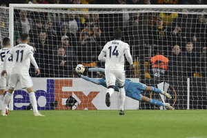 Domink Greif chytil penaltu proti Wolves.