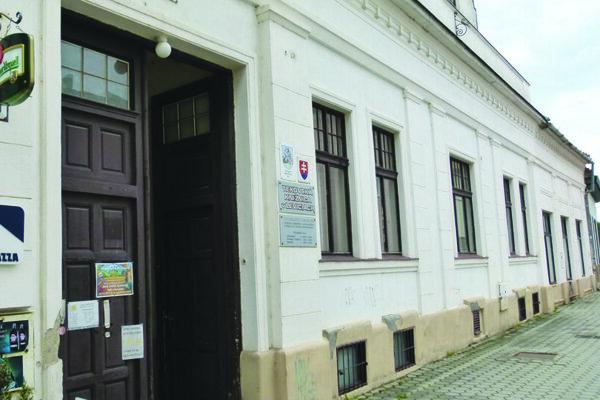 Tekovská knižnica v roku 2014.