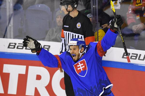 Víťazný gól slovenských hokejistov proti Nemecku strelil v predĺžení Peter Zuzin.