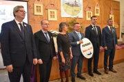 Z vyhodnotenia súťaže Dedina roka 2019. Bolo v Papradne. V strede starosta obce Roman Španihel.