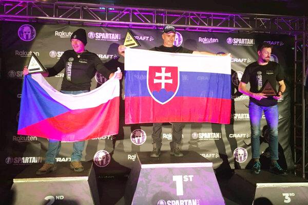 V strede Vincent Sýkora, najlepší na majstrovstvách sveta v kategórii 45-49-ročných.