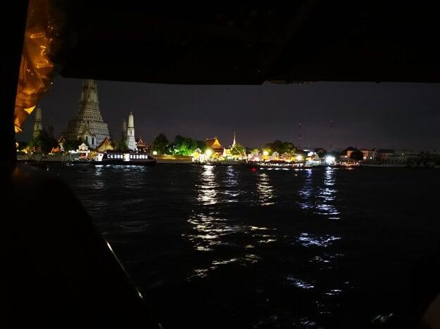 Plavba po rieke v Bangkoku