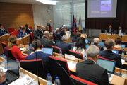 Zastupiteľstvo PSK sa riešením problému so strednými školami v meste venovalo aj na októbrovom zastupiteľstve.