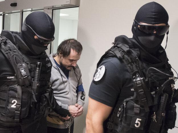 Tomáš Szabó, obžalovaný z vraždy investigatívneho novinára Jána Kuciaka a jeho snúbenice Martiny Kušnírovej, odchádza zo Špecializovaného trestného súdu v Pezinku.